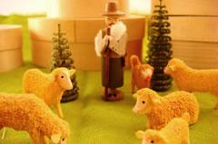 羊の毛並みは削ったおがくずで