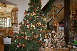クリスマスグッズがあふれる店内