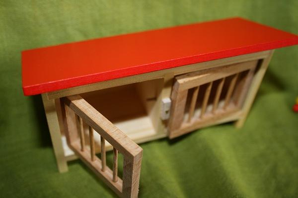 赤い屋根の小屋