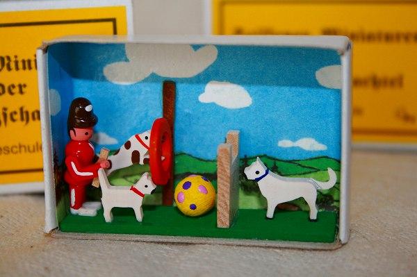 マッチ箱 犬の学校