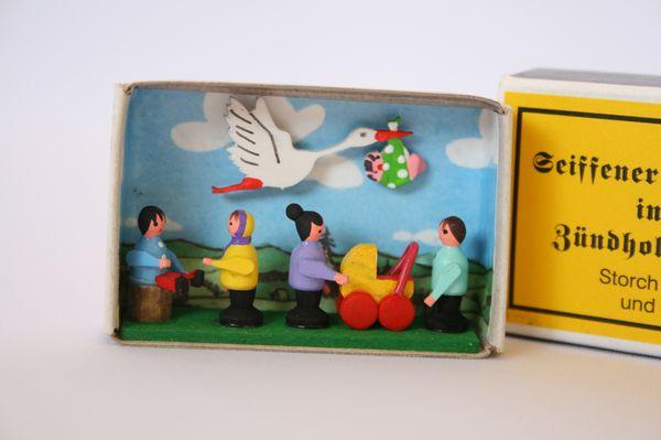 マッチ箱コウノトリと子どもたち